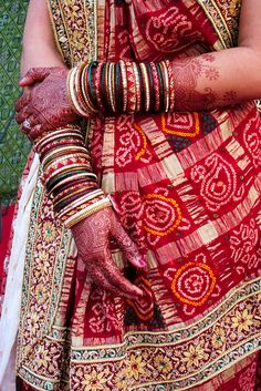 Gujarati bride with henna: Heena ya mehndi plays an important role in dressing of every bride. A lovely arrangement of bangles and patlas with outstanding mehndi design makes the bride look more beautiful.
