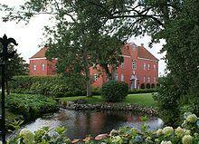 Villestrup Slot, Jylland -  Hovedbygningen er opført i 1538-1542, ombygget i 1757 og igen i 1812-1819.
