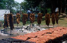 Asado y choriceada. www.viajaportupais.gov.ar Southern Cone, Drake Passage, Love Eat, South America, Carne, Spanish, Chefs, Beverages, Restaurant