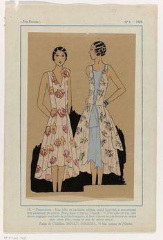 Anonymous | Très Parisien, 1929, No. 1 : 13.- POMPADOUR - Une robe en ravissant..., Anonymous, Roussel Chatillon Mouly, G-P. Joumard, 1929 | Jurk van bedrukte 'taffetas moiré' met bloemmotief. Bloemcorsage op de schouder in idem kleuren. Jurk van 'moire magique' bedrukt met kleine boeketten; lijfje middenvoor open waaronder blauwe effen moire, 'coque et pan' van idem moire. Stoffen van Châtillon, Mouly, Roussel. Prent uit het modetijdschrift Très Parisien (1920-1936).