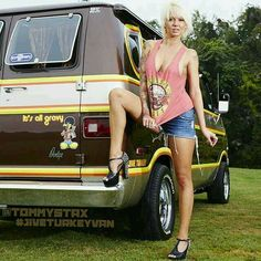 Western Fuel Altered's Nitro cars / Alky cars plus a nice sized show. Dodge Van, Chevy Van, Station Wagon, Classic Trucks, Classic Cars, Vw Caravan, Bus Girl, Old School Vans, Cool Vans