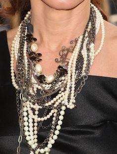 Sandra Bullock, rocking the pearls 'n' chains thing