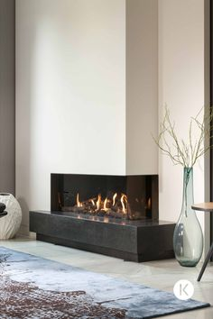 Fireplace Seating, Home Fireplace, Modern Fireplace, Living Room With Fireplace, Contemporary Fireplace Designs, Japanese Home Decor, Decor Interior Design, Living Room Designs, Room Decor