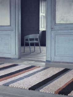 Billedresultat for tæpper gulv mix Contemporary Carpet, Contemporary Design, Striped Carpets, Nordic Living, Rug Sale, Nordic Design, Round Rugs, Danish Design, Modern Rugs