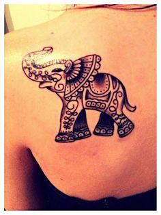 Petit éléphanteau thai tatouage                                                                                                                                                                                 Plus