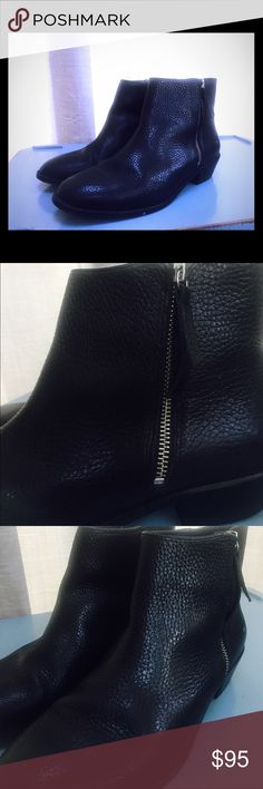 J.Crew Frankie Tumbled Leather Ankle Boots 9.5 Great condition J. Crew Frankie Tumbled Leather Ankle Boots black Sz 9.5 EO774 retail $228. Clearing my closets out, getting ready to move in a few months, see something you like? Make me an offer 💁 J. Crew Shoes Ankle Boots & Booties