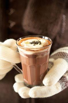 Lämmin suklaa-salmiakkijuoma | K-ruoka #juoma Christmas Drinks, Smoothie Drinks, Milkshake, Hot Chocolate, Cocoa, Sweet Tooth, Food And Drink, Baking, Eat