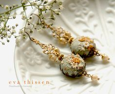 Wintermoon. Gorgeous handmade polymer clay earrings. di EvaThissen, €55.00