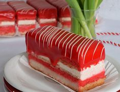 Prajitura Fantastica cu zmeura si lamaie - simonacallas Snickers Cheesecake, Mocca, Something Sweet, Kiwi, Macarons, Vanilla Cake, Tiramisu, Oreo, Panna Cotta