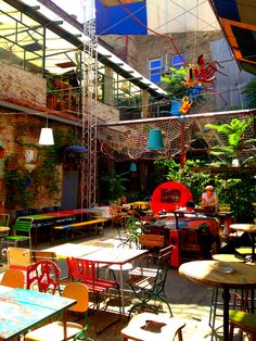 Szimpla Kert - to discover in Budapest