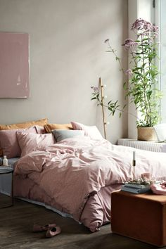 Patterned duvet cover set: Single duvet cover set with an all-over print on fine-threaded cotton in 40s yarn with a thread count of 200. The duvet cover fastens at the bottom with concealed metal press-studs. One pillowcase.