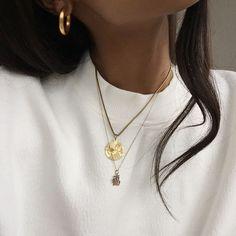 Creative Jewelry earrings studs,Paper jewelry diy and Fashion jewelry trends. Cute Jewelry, Gold Jewelry, Jewelry Accessories, Fashion Accessories, Jewellery, Fashion Jewelry, Jewelry Logo, Jewelry Quotes, Emerald Jewelry
