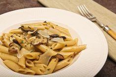 Makaron penne rigate z podgrzybkami Penne, Pasta Salad, Stuffed Mushrooms, Ethnic Recipes, Food, Crab Pasta Salad, Stuff Mushrooms, Essen, Meals