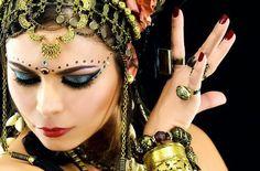 Dança do Ventre Vinhedo - Atelier Beth Fallahi Sister Studio®: Outubro 2012. Beautiful headshot