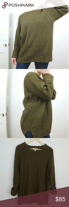 """Michael Kors Oversized Waffle Sweater Michael Kors mens waffle knit sweater, perfect for an oversized look with leggings !  // army green // // excellent condition // // oversized // // 60% cotton 40% acrylic //  Size large, measurements: Armpit to armpit 25"""" Sleeve length 36"""" Length 28""""  #oversized #preppy #oversizedsweater #vneck #sizelarge #rachelboncek #menssweater #menssweaterforwomen  #michaelkors Michael Kors Sweaters Crew & Scoop Necks"""
