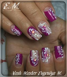 Фотография Elegant Nail Designs, Elegant Nails, Nail Art Designs, Fancy Nails, Pretty Nails, Christmas Nail Designs, Christmas Nails, Nail Art Arabesque, Swirl Nail Art