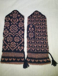 Vanten Vändela – Dela dina vantar! Mittens Pattern, Knit Mittens, Mitten Gloves, Knitting Stitches, Knitting Patterns, Fair Isle Pattern, Wrist Warmers, Knitting Accessories, Tatting