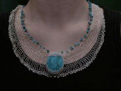 {crocheted necklace}   Colier cu turcoaz (65 LEI la GeoShop.breslo.ro)