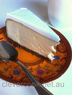 Cheesecake 220g blanched almonds (or almond meal) 80g lemon juice 170g warm water 1/4 teas salt 40g almond or macadamia oil 1 teas stevia Base 100g almonds 50g dates 1/2 teas cinnamon 30g coconut butter or butter 1 tab buckwheat 80g honey or rice syrup 3 eggs 2 teas stevia rind of 1 lemon 1 teas cornflour (or tapioca starch) 3 tabs coconut milk or coconut yoghurt vanilla