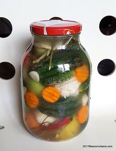 muraturi asortate cu pepeni gogonele conopida castraveti in saramura reteta Romanian Food, Pickles, Cucumber, Diy And Crafts, Urban, Canning, Cauliflowers, Pickle, Zucchini