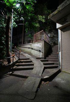 夜散歩のススメ「水稲荷神社、北埜神社のY字路階段」東京都新宿区
