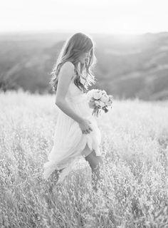 Fine art wedding photography, bride running through a field in gorgeous light // jose villa Wedding Photography Inspiration, Wedding Inspiration, Photoshoot Inspiration, Style Inspiration, Dream Wedding, Wedding Day, Field Wedding, Boho Wedding, Wedding Bride