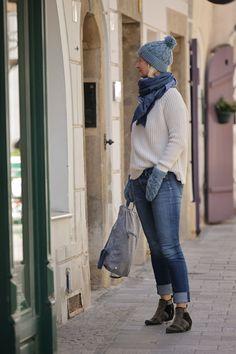 Rucksack: Rucksack aus österreichischem Loden, 100% Merinowolle und mit Details aus Leder. Ein alltäglicher Begleiter. Passend zum modernen Outfit und zu Tracht und Dirndl. ----- Bagpack made from Austrian loden, 100% merinowool and dirndl cotton, details from leather. Rucksack, suitable for business and leisure. Fitting for modern outfit and traditional clothes like a Dirndl. #bagpack #sustainablefashion #rucksack Moderne Outfits, Elegant, Winter Hats, Casual Outfits, Gift Ideas, Fashion, Confident Woman, Shawl, Modest Fashion