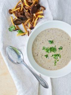 Perinteinen suppilovahverokeitto on syysruokaa parhaimmillaan! Kaurakerma tekee keitosta ihanan täyteläisen.                Viime viikonlopp... Cheeseburger Chowder, Ethnic Recipes, Soups, Food, Essen, Soup, Meals, Yemek, Eten