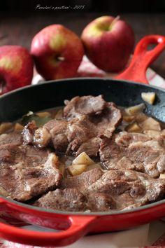 Bistecche di coppa di maiale alle mele, scalogno e cannella