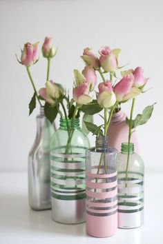 Upcycling-DIY: vases made of plastic bottles - we love handmade - we love handmade Plastic Candy Jars, Diy Plastic Bottle, Bottle Painting, Diy Painting, Spray Painted Bottles, Diy Glue, Empty Glass Bottles, Cheap Vases, Diy Spray Paint