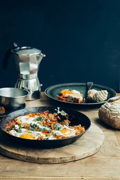 Shakshuka is the darling of foodie media since a little while, if you go by instagram likes and comments it doesn't seem to be slowing down, in fact in my small and unscientific observation, its just as trendy as well known street food like burgers and pizzas! I first heard about Shaks