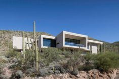 """Kevin B. Howard Architects have designed a modern house in the foothills of Tucson, Arizona, for their client who requested a """"modern, minimal home: a pristine box that seemed to have landed in the desert."""" #ModernHouse #Architecture"""