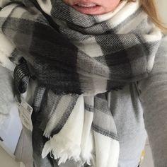NWT Zara Black and White Plaid Blanket Scarf 140x140cm. Black and white checked blanket scarf. Zara Accessories Scarves & Wraps