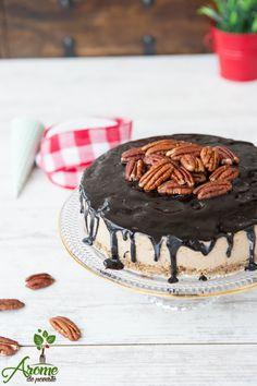 Tort raw cu nuci pecan, maca si ciocolata Vegan Cheesecake, Raw Desserts, Vegan Sweets, Raw Vegan, Veggies, Recipes, Food, Cakes, Life