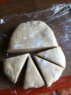 (c) Coco Jobard Beignets, Meringue, Caramels, Bread, Churros, Dit, Desserts, Cookies, Food