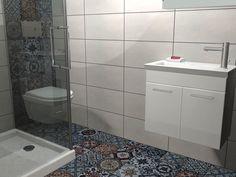 Κρεμαστό έπιπλο μπάνιου Rio με συνολικό μήκος 60εκ και πλάτος 31εκ. Το συγκεκριμένο έπιπλο συνοδεύεται από καθρέπτη ντουλάπι και νιπτήρα από πορσελάνη. Είναι κατασκευασμένο από MDF με βαφή λευκής γυαλιστερής λάκας.