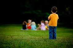 Sok szülőt tölt el aggodalommal, hogyan állja meg gyermeke a helyét a közösségben. Vannak-e barátai? Meg tudja-e oldani a konfliktusait? Képes-e érvényesíteni a saját érdekeit? Jogos kérdések. A szociálisan félénk gyerekek viselkedése nem tűnik fel a gyerek környezet számára. Csendesek, visszahúzódóak, iskolai...