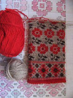 Bildergebnis für blattmuster stricken fair isle You are in the right place about fair isle knittings Fair Isle Knitting Patterns, Fair Isle Pattern, Knitting Charts, Knitting Designs, Knitting Stitches, Knitting Projects, Knitting Tutorials, Knitting Machine, Free Knitting