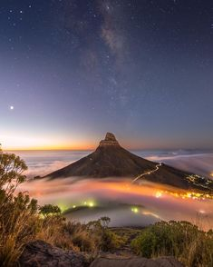 Lions Head in Cape Town, South Africa - The Most Beautiful Destinations To Visit In 2018 Table Mountain Cape Town, Amazing Places On Earth, Book Cheap Flights, Cheap Travel, South Africa, The Good Place, Travel Destinations, Around The Worlds, Lions
