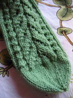 Iso Gnu: Kerttu -sukat Knitting Charts, Knitting Socks, Knitted Hats, Mitten Gloves, Mittens, One Color, Knit Crochet, Pattern, How To Make