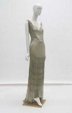 Evening dress ~ House of Worth ~ French ~ 1931 ~ silk, glass, metal ~ Metropolitan Museum of Art 1930s Fashion, Art Deco Fashion, Vintage Fashion, Fashion Design, Edwardian Fashion, Edwardian House, Gothic Fashion, Vintage Gowns, Mode Vintage