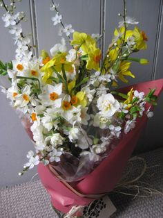 Seasonal 'early Spring' bouquet of scented Narcissi and hedgerow blossom. Spring Plants, Spring Bulbs, Early Spring, Spring Time, British Flowers, Cascade Bouquet, Spring Wedding Flowers, Spring Bouquet, Cut Flowers