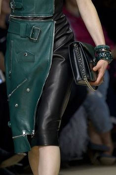 Alexander McQueen at Paris Fashion Week Fall 2018 - Details Runway Photos