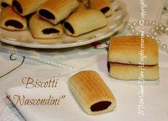 Biscotti nascondini fatti in casa ricetta facile. I nascondini sono molto scenografici, una golosa pasta frolla che nasconde un ripieno goloso al cioccolato