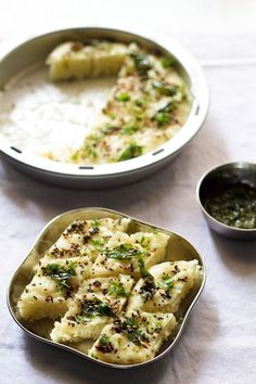 easy rava dhokla recipe with step by step photos. this is an easy, quick and instant rava dhokla recipe and does not require fermentation. this rava dhokla is a healthy snack option veg recipes Veg Recipes, Indian Food Recipes, Vegetarian Recipes, Cooking Recipes, Healthy Recipes, Recipies, Instant Veg Snacks Recipes, Gujarati Cuisine, Gujarati Recipes