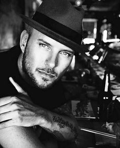 Matt Goss - gentleman Matt Goss, The Boogie, Gentleman, Captain Hat, Mens Fashion, Guys, Sexy, Hair, Fashion Styles