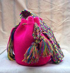 Neón Rosa bohemio Mochila artesanal bolso por DeLaMerBoutique