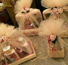 Trousseau packing ideas for makeup Wedding Gift Hampers, Wedding Gift Wrapping, Wedding Gift Boxes, Wedding Cards, Wedding Gifts, Engagement Decorations, Diy Wedding Decorations, Engagement Gifts, Engagement Gift Baskets