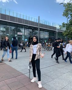 Hijab style hijab teen HijabThe particular scarf is an essential portion from the clothing of girls usin Casual Style Hijab, Stylish Hijab, Modest Fashion Hijab, Modern Hijab Fashion, Street Hijab Fashion, Casual Hijab Outfit, Ootd Hijab, Muslim Fashion, Ootd Fashion