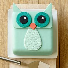 Fondant Owl Cake: Customize your colors to match your party theme! Fondant Owl, Fondant Cakes, Fondant Figures, Cupcake Cakes, Fondant Baby, Simple Fondant Cake, Fruit Cakes, Fondant Flowers, Pretty Cakes